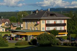 Kirchenwirt, Hotel  Velden am Wörthersee - big - 18