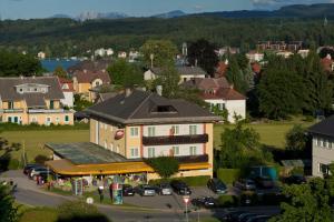 Kirchenwirt, Hotel  Velden am Wörthersee - big - 14