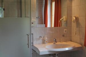 Hotel Sonne, Szállodák  Niederau - big - 17