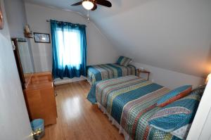 Double Room with Single Bed and Shared Bathroom