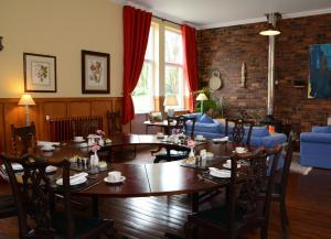 The Old School, Bed and breakfasts  New Cumnock - big - 100