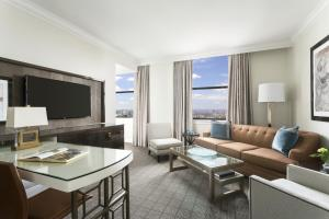 One-Bedroom Suite with City Hall View