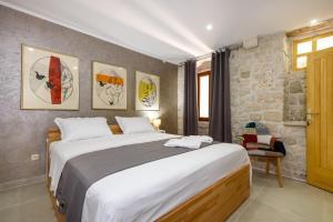Villa Kudelik - Stone Story, Bed and breakfasts  Trogir - big - 21
