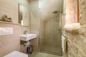 Villa Kudelik - Stone Story, Bed and breakfasts  Trogir - big - 51