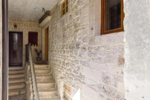 Villa Kudelik - Stone Story, Bed and breakfasts  Trogir - big - 52