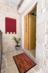 Villa Kudelik - Stone Story, Bed and breakfasts  Trogir - big - 53