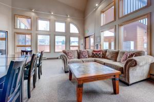 Three-Bedroom Home in Corinthian Hills, Prázdninové domy  Dillon - big - 38