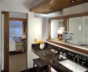 Fairmont Gold Harbour and Mountain View Room with King Bed