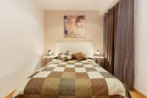 Two-Bedroom Apartment - Avenida Gaudí 66