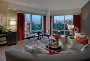 King Suite with Park View