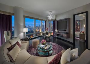 Two-Bedroom King-Twin Suite with Park View