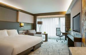 King or Twin Room with City View and Executive Lounge Access