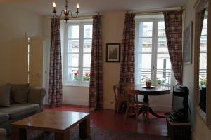 Penthouse Apartment overlooking Place Carnot, Апартаменты  Каркассон - big - 3
