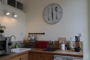 Penthouse Apartment overlooking Place Carnot, Апартаменты  Каркассон - big - 10