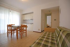 Residence Selenis, Apartments  Caorle - big - 54