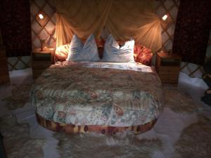 Almond Grove Yurt Hotel, Zelt-Lodges  Ábrahámhegy - big - 22
