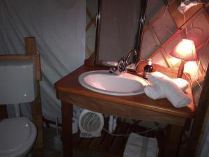 Almond Grove Yurt Hotel, Zelt-Lodges  Ábrahámhegy - big - 23
