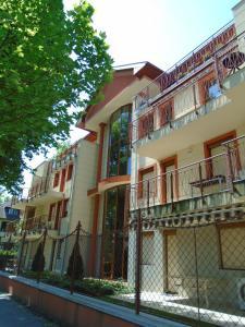 Sunny Apartman, Apartments  Siófok - big - 33
