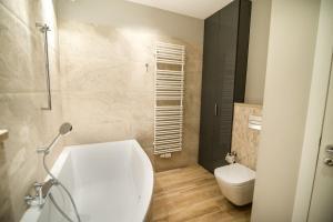Stay-In Riverfront Lofts, Апартаменты  Гданьск - big - 48