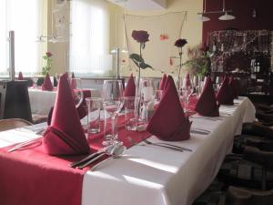 Hotel Restaurant Florianihof, Szállodák  Nagymarton - big - 15