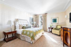 Deluxe King Room with Manhattan View