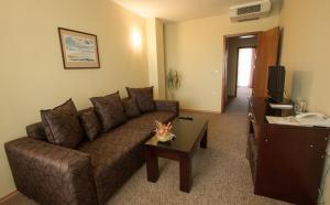 Hotel Divesta, Отели  Варна - big - 10