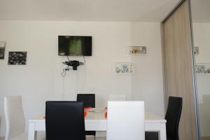 Olive Apartments, Apartmány  Ugljan - big - 23