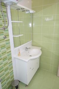 Olive Apartments, Apartmány  Ugljan - big - 13