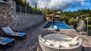 Luxurious Villa Kastro with Salt Water Swimming Pool, Vily  Nikiana - big - 54