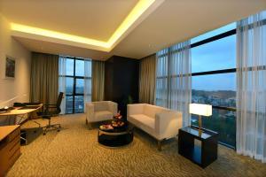 Radisson Blu Chattogram Bay View, Hotel  Chittagong - big - 10