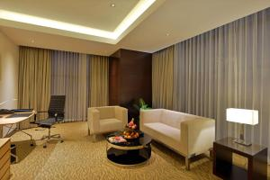 Radisson Blu Chattogram Bay View, Hotel  Chittagong - big - 9
