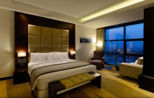 Radisson Blu Chattogram Bay View, Hotel  Chittagong - big - 4