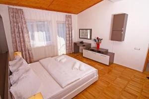 Nirvana Accommodation, Апартаменты  Бухарест - big - 60
