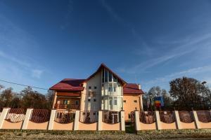 Pensiunea Casa Diaspora, Отели типа «постель и завтрак»  Тыргу-Жиу - big - 88