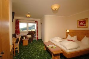 Heidi-Hotel Falkertsee, Отели  Патергассен - big - 2
