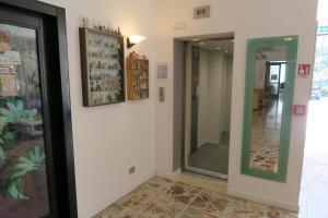 Hotel Angelini, Hotely  Nago-Torbole - big - 17