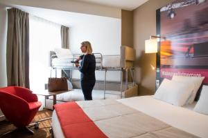 Habitación Familiar Estándar con cama doble y literas