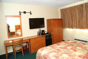 Standard Room with One Queen Bed