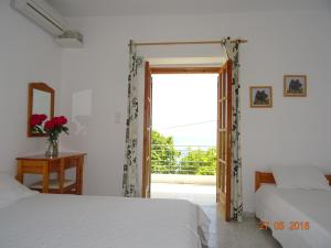 Ionian View, Apartments  Himare - big - 7