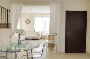 Sand Beach Villa, Holiday homes  Voroklini - big - 4