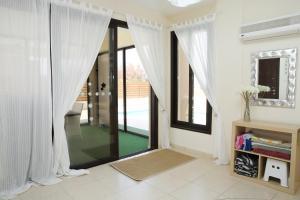 Sand Beach Villa, Holiday homes  Voroklini - big - 6