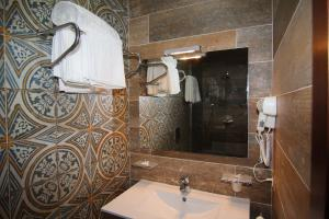 Hotel Boutique Restaurant Gloria, Hotels  Tirana - big - 29
