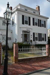 Historic Hill Inn, Bed and Breakfasts  Newport - big - 38