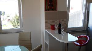 Apartment Katarina, Apartments  Kaštela - big - 32