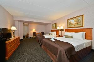 Family Queen Suite with Three Queen Beds - Non-Smoking