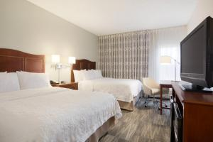 Queen Room with Two Queen Beds - Disability Access with tub
