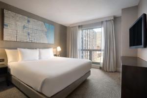 Hilton Chicago / Magnificent Mile Suites (Chicago)