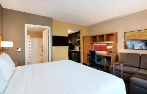 TownePlace Suites Orlando at Flamingo Crossings/Western Entrance (19 of 33)