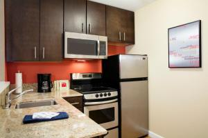 TownePlace Suites Orlando at Flamingo Crossings/Western Entrance (21 of 33)
