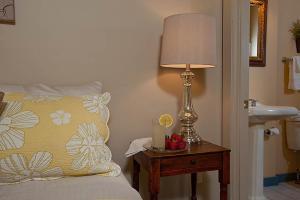 Petite Queen Room 12